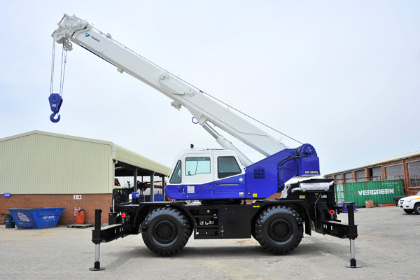 Expanded crane fleet for mining sector | Babcock International